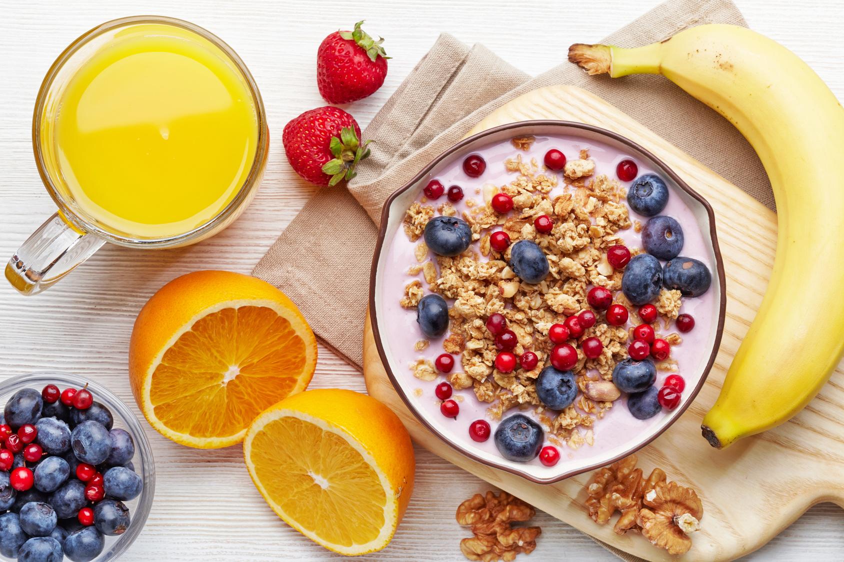 للحصول على وجبة صحية ومتوازنة تناولي هذه الأطعمة في الإفطار