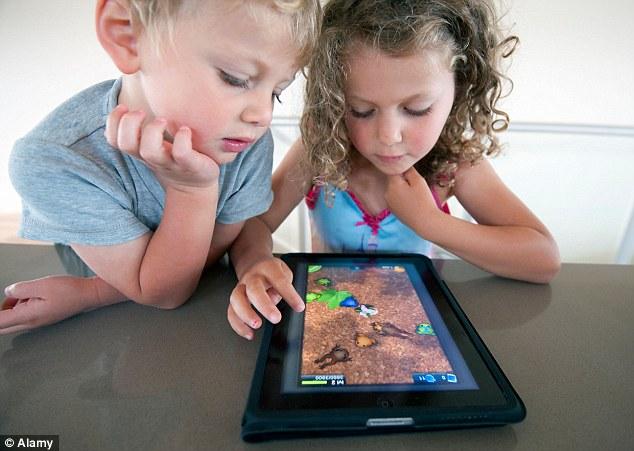 مخاطر الهواتف الذكية على أطفالك