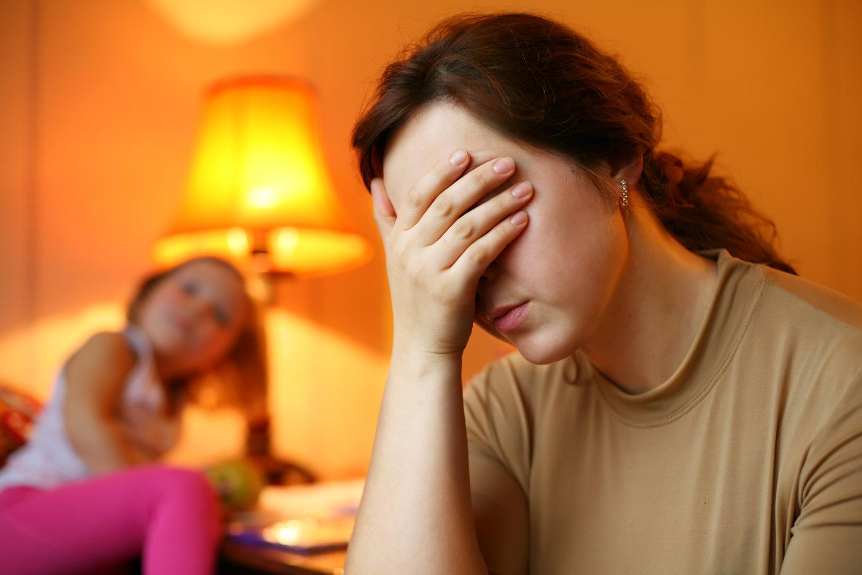 دراسة طريفة تقارن بين الآباء والأمهات من يشعر أكثر بالسعادة مع الأبناء