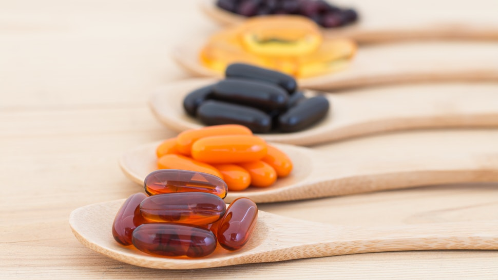 فيتامينات ومكملات غذائية
