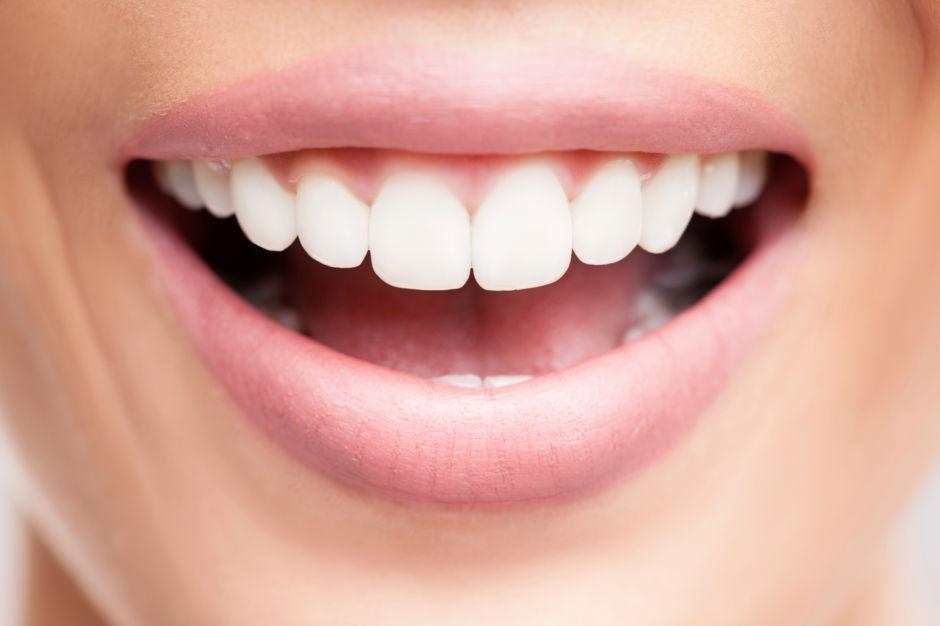 الأسنان الكبيرة من علامات الجمال
