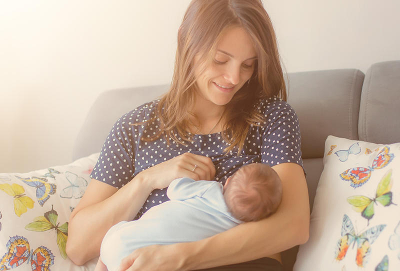 طريقة الرضاعة الطبيعية لحديثي الولادة