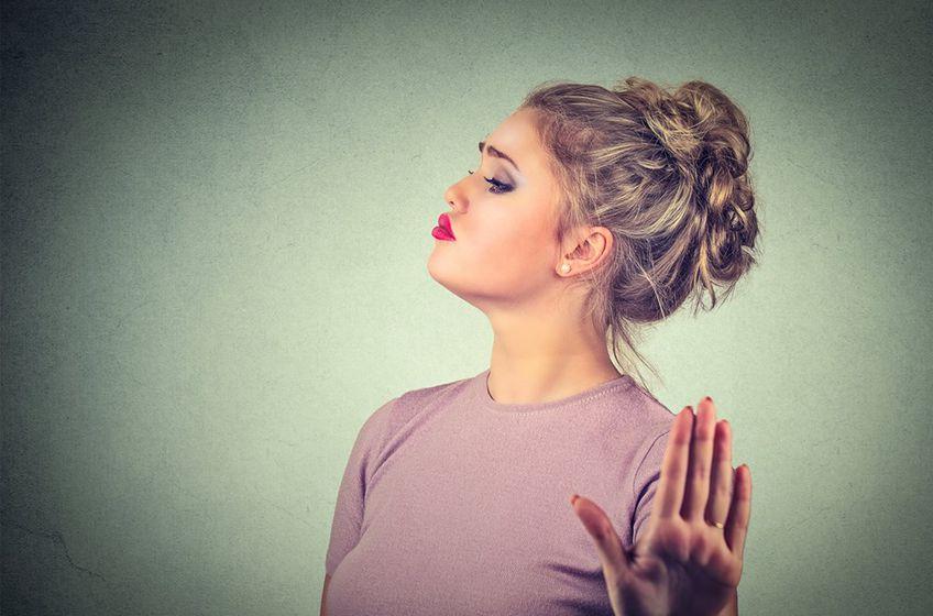 صفات الزوجة النرجسية وكيفية التعامل معih
