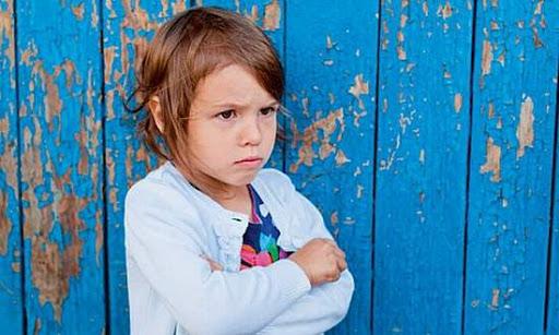كيف اتعامل مع الطفل الساكت حسب اراء المختصين النفسيين