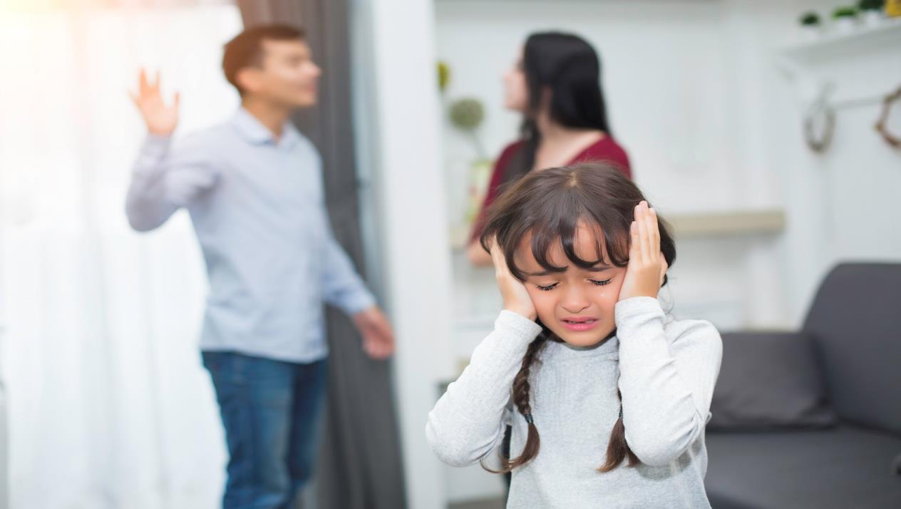 الأطفال وطلاق الوالدين