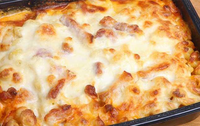 طريقة المكرونة بالبشاميل باللحمة المفرومة والجبنة