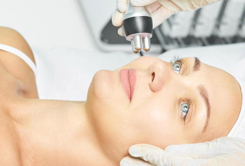 علاج المسامات الواسعة في الوجه بالليزر
