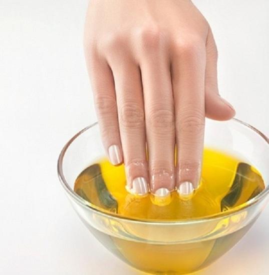 طريقة تطويل الأظافر بزيت الزيتون