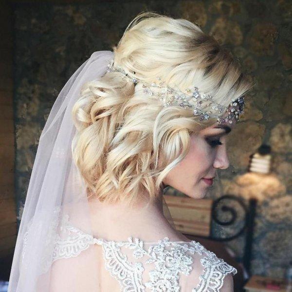 تسريحات عروس للشعر القصير