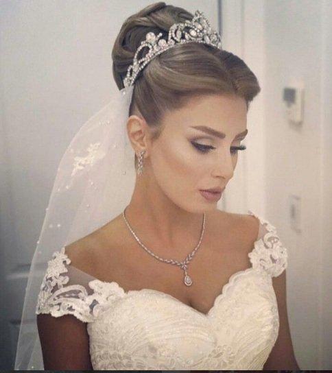 تسريحات عروس للوجه الطويل