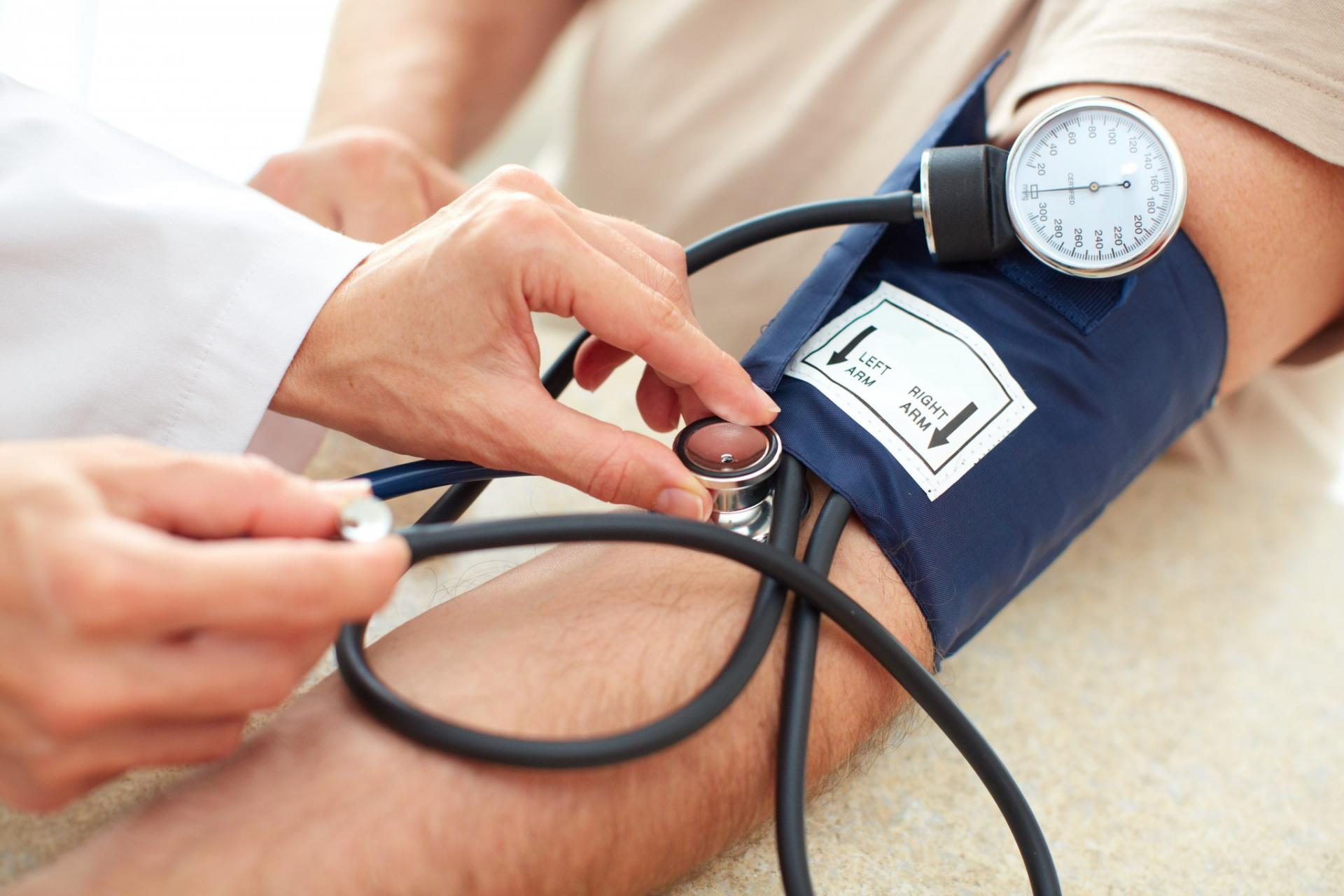 الفرق بين اعراض الضغط المنخفض والمرتفع