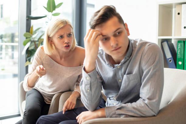 كيف اتعامل مع الزوج العنيد؟ إليك 6 طرق للتعامل مع الزوج العنيد