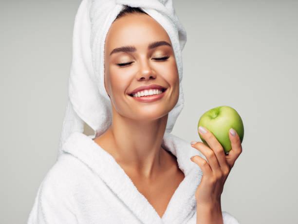 علاج القشرة بخل التفاح، تعرفي معي علي علاج قشور الوجه والجلد