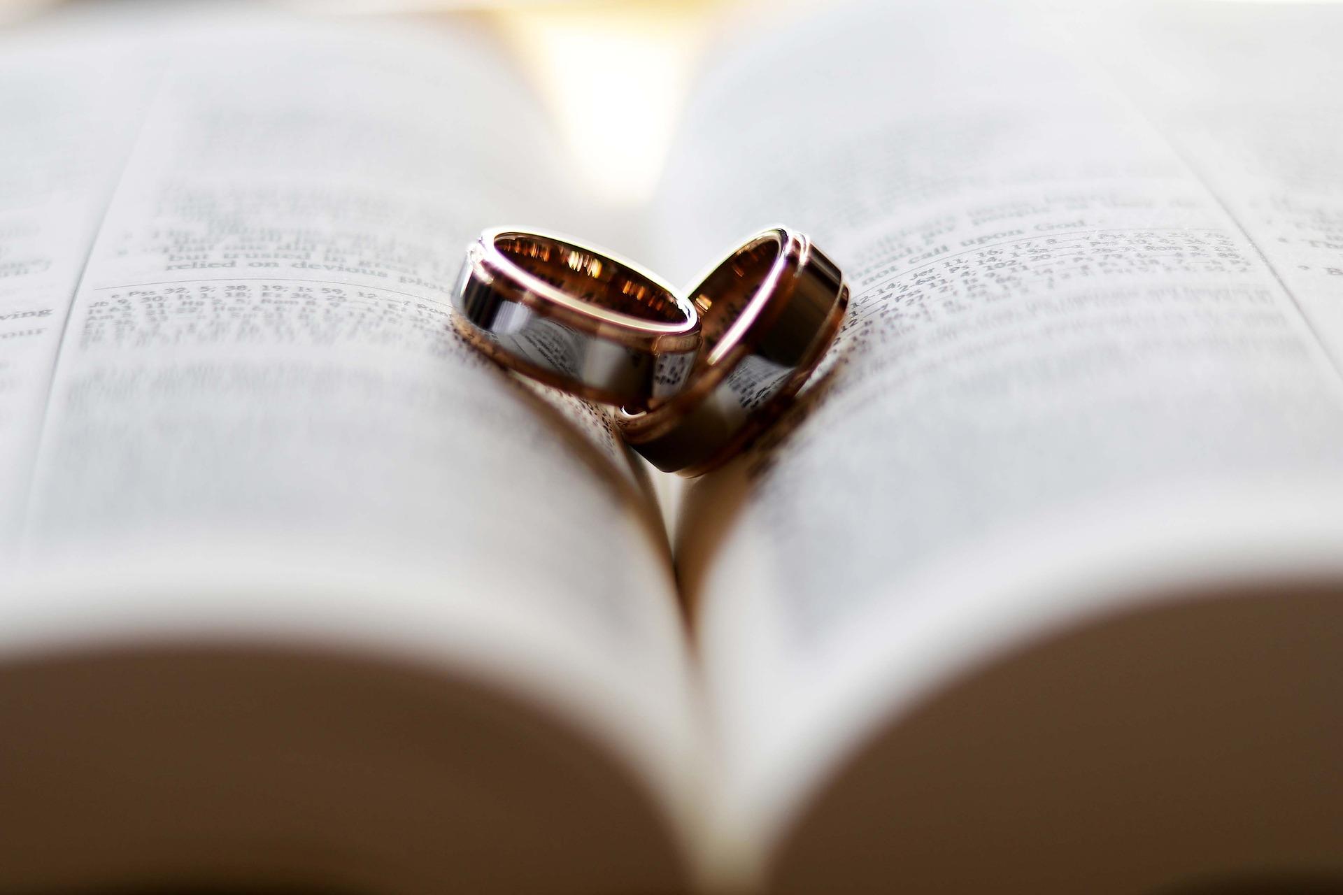 متى يعود الزوج لزوجته الاولى؟