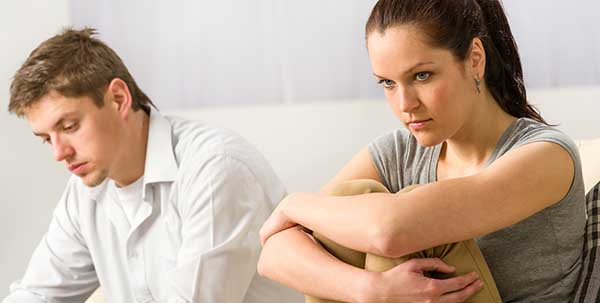 هل يقارن الرجل بين زوجته وحبيبته