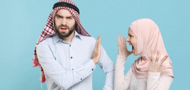 علامات عدم احترام الزوجة لزوجها