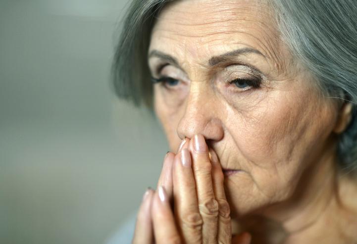 أعراض انقطاع الدورة الشهرية في سن الخمسين