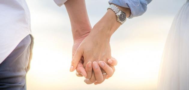 هل يجب على المرأة أن تخبر زوجها عن كل شيء