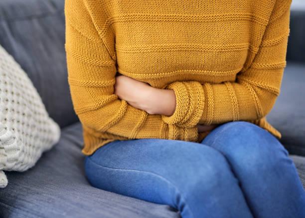 أعراض الدورة الشهرية قبل نزولها بيوم