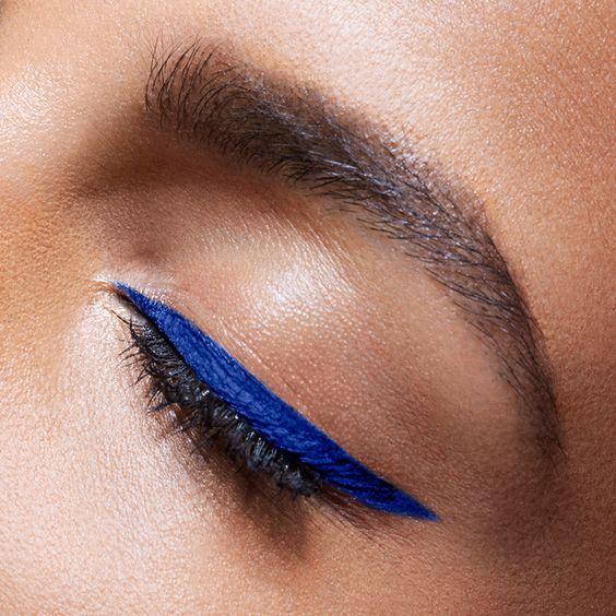 آيلاينر أزرق