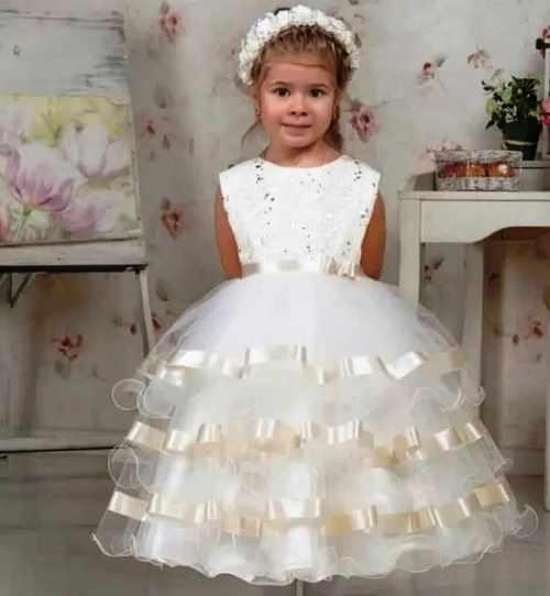 فستان أطفال من التل والستان