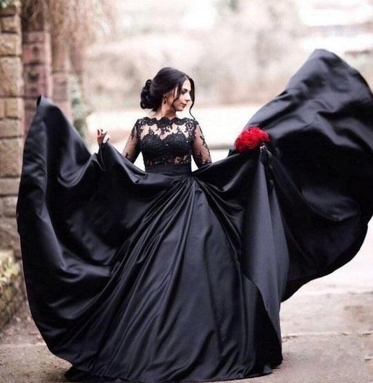 فستان زفاف اسود ملكي