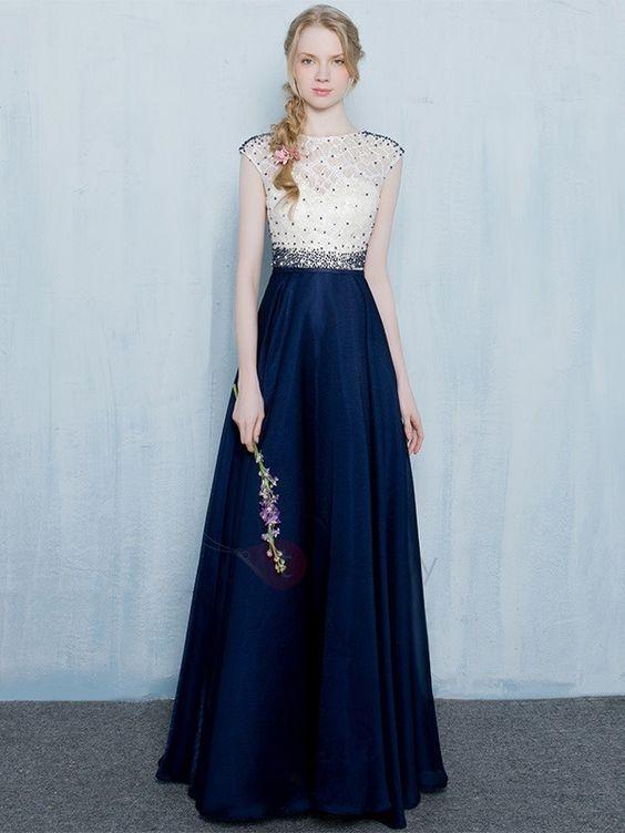 فستان أزرق وأبيض