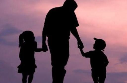 علاقة الطفل بوالديه