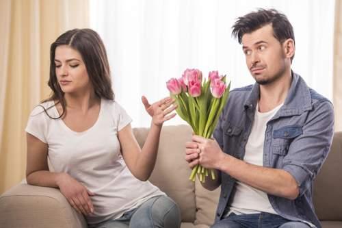 هل تجاهل الفتاة للشاب تجعله يحبها